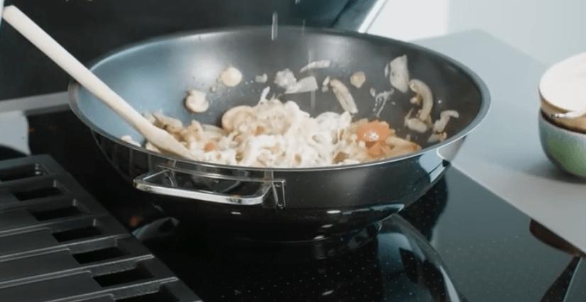 Pasta met gegrilde garnalen