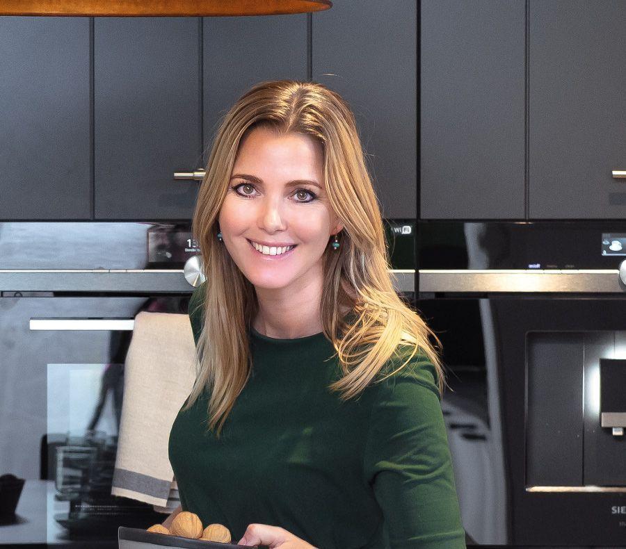 Keukenstyling: oker geel en diep blauw